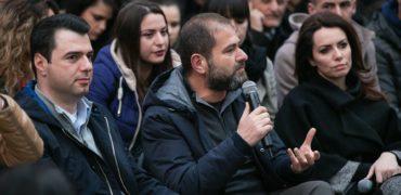 Shkullaku: Pas protestës, aksioni i duhur i opozitës, është djegia e mandateve