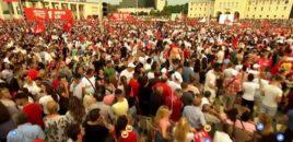 Mijëra mbështetës të LSI në Sheshin 'Nënë Tereza'. VIDEO