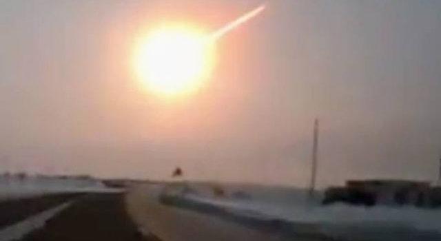 Pamje spektakolare/ Meteori e bën natën të duket ditë. Video
