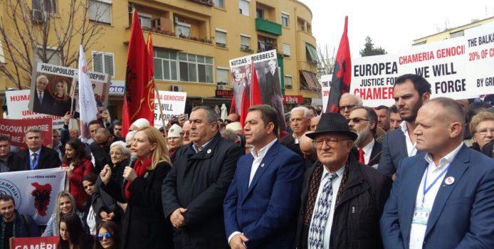 """Shoqata """"Çamëria"""" proteston para Ambasadës greke. Foto"""