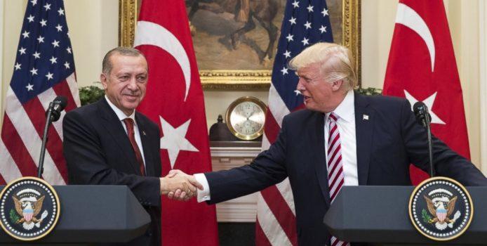 Trump telefonon Erdogan, e uron për fitoren