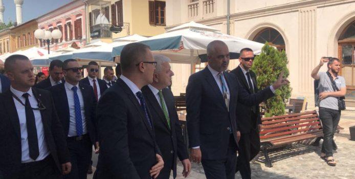 Kryeministri malazez tallet me Ramën: Me ndiq mua, të fus në BE. VIDEO