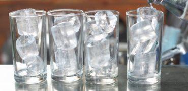 Jo më ujë me akull në lokale! Ja çfarë sëmundjesh shkakton