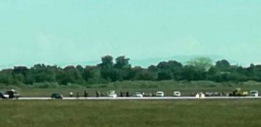 Panik në aeroportin e Lionit/  Ndjekje dramatike e makinës në pistë. Video