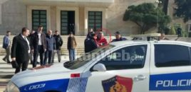 """Qytetari ka bërtitur para Ramës/  """"Rama, je antishqiptar!"""". Policia e ka arrestuar menjëherë. VIDEO"""