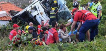 Tragjedia në Portugali/ Momenti kur rrëzohet autobuzi nga kodra (Video)