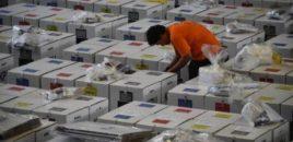 INDONEZI/ VDESIN NGA LODHJA 270 KOMISIONERË VOTIMESH