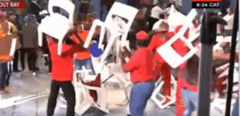 Përleshje e politikanëve, karrige kokës në mes të emisionit. VIDEO