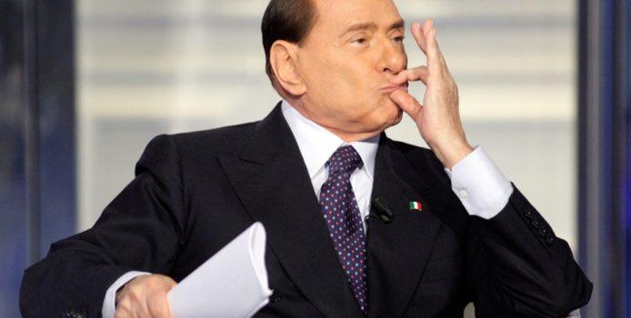 Rikthehet Silvio Berlusconi/ 82-vjeç sërish eurodeputet