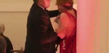 VIDEO/  Ministri kap prej fyti aktivisten dhe e përzë me dhunë…