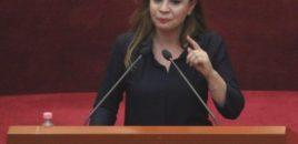 Deputetja Hyseni nuk frenon lotët: Në katër të mëngjesit nuk kishte ndarje politike.