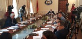 Opozita bën tryeza,  maxhoranca miraton në tërësi projektligjin për mediat online.