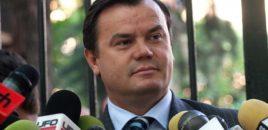 Nikoll Lesin nuk e lejojnë  të futet në mbledhjen e Komisionit të Medias