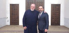 Himariotët janë duke përgojuar sot father Karavellen, një personalitet të kishës ortodokse