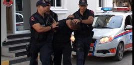 Kundërshtoi dhe më pas goditi me makinë punonjësin e policisë, arrestohet 33-vjeçari në Tiranë