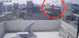 Rrëzohet avioni me 107 persona në bord (VIDEO)