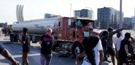 Pamje horror nga SHBA, shoferi i vërsulet turmës me kamion (VIDEO)